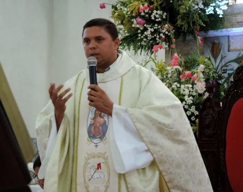 Pe. Fernandes José dos Santos Júnior
