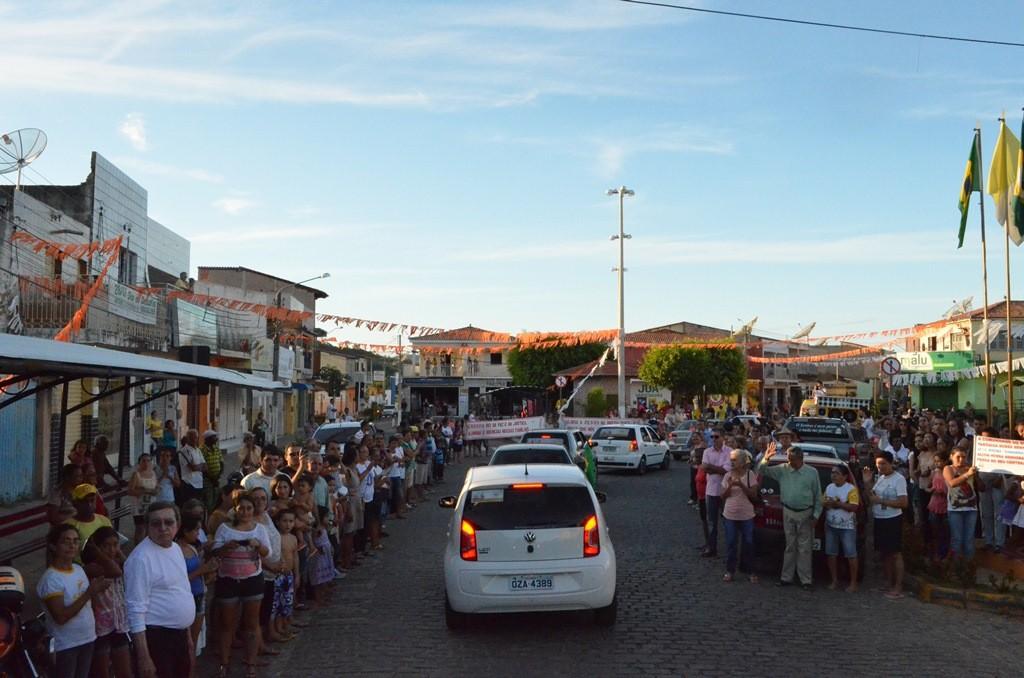Peregrinação com a imagem de Nossa Senhora da Penha, passando pela cidade de Farias Brito. (Foto: Patrícia Silva)