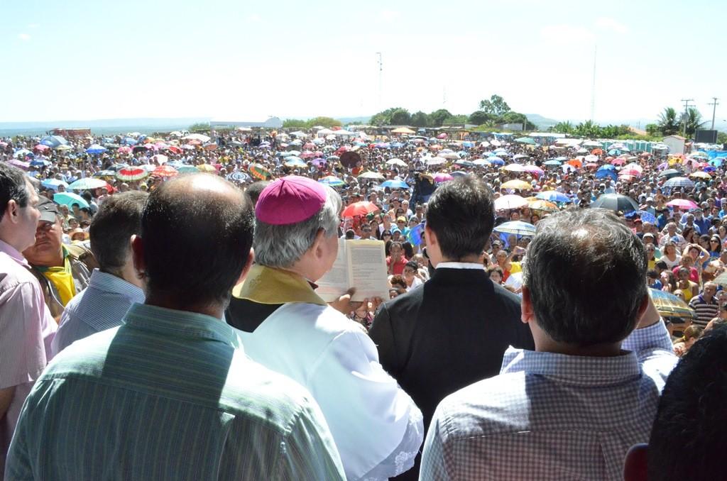 Momento da bênção da imagem de Nossa Senhora de Fátima. (Foto: Patrícia Silva)