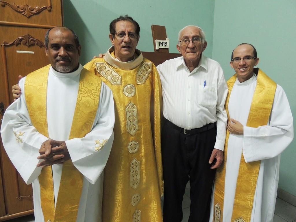 Da esquerda para a direita: Pe. Cícero Mariano, Pe. Joaquim Ivo, Monsenhor Eusébio e Pe. Paulo Sérgio. (Foto: Patrícia Silva)